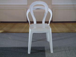 Witte kunststof stoel