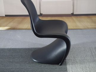 Vitra zwart kunsstof stoel
