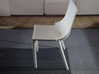 Kunststof wit stoeltje
