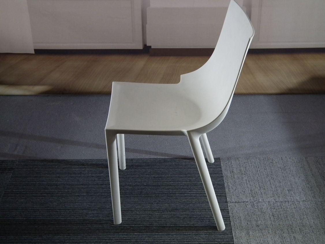 Design Stoelen Philippe Starck.De Bo Stoel Van Driade Is Onmiskenbaar Een Echte Philippe Starck