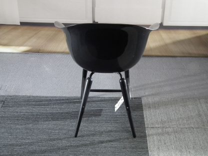 Hoogglans zwart stoeltje